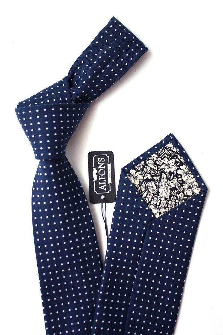 Modrá pánská kravata s bílými puntíky. Vnitřek kravaty je tvořen květinovým motivem. Kravata je ručně vyrobená ze 100% bavlny, šířka: 7cm, délka: 150cm. #TIE #necktie #menoutfit #styles #suitedman #prague #pilsen #czech #brno #czechfashion #ootd #dappermen #accessories #stylish #alfons #casual #formal #dapper #style #gentlemen #suitup #bowtie #menwithclass #luxury #classy #design #gentleman #mensstyle #pocketsquare #accessories