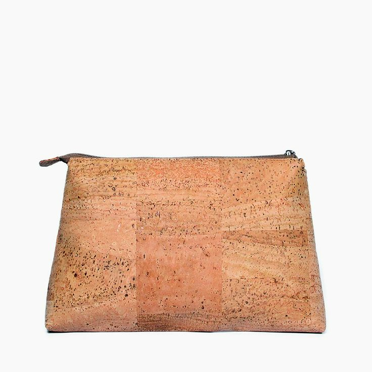 Simple cosmetic bag made of cork
