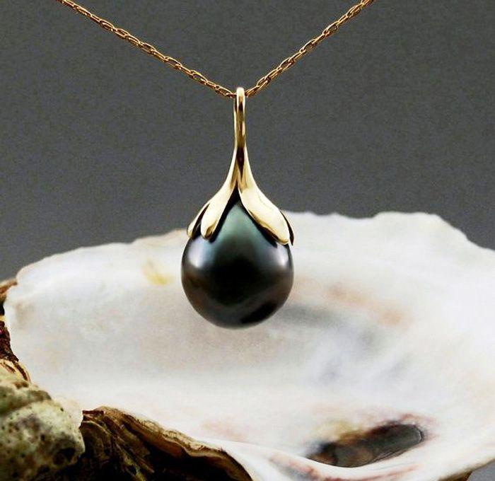 Black pearl drop necklace