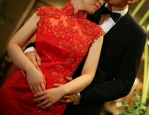 I ever wrote a post about qipao back on last February but I find it hard to find a good-modern-look party dresses or maybe engagement dress...