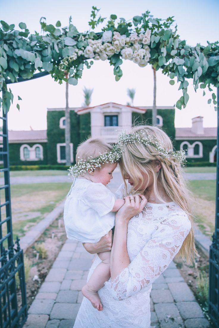 Robe et couronne de fleurs mère et fille