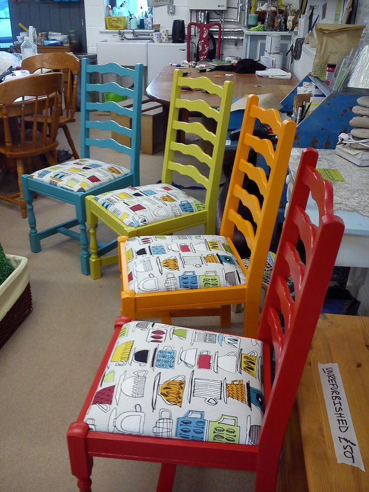 Multicoloured set No.3 awaiting its matching table.