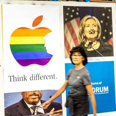 Art Wing Conspiracy, un grupo de artistas urbanos anónimos, tomó la publicidad que Apple utilizó hac... - FAHRENHEITº Magazine