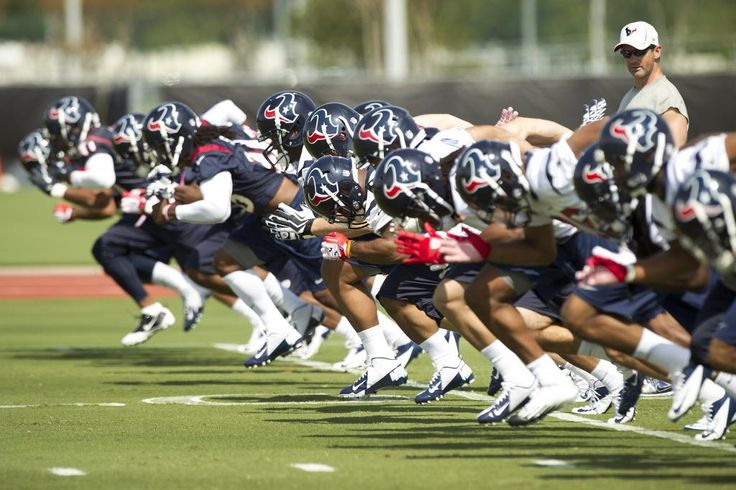 texans players | Houston Texans players run sprints as they warm up at the beginning of ...