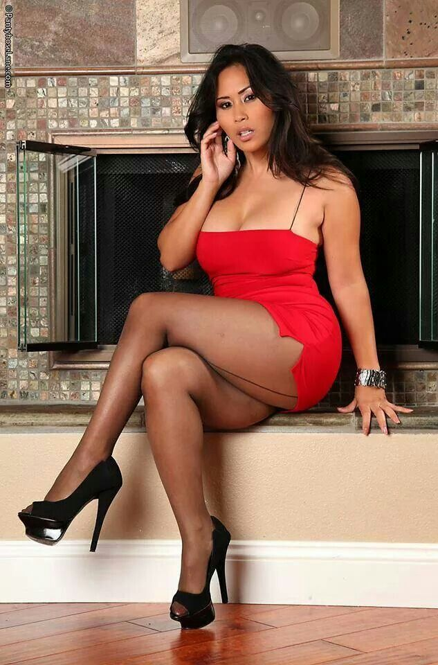 cotter cougar women How to know if a woman is a cougar cougars are popularly defined as  women in their 40s (or older) who date significantly younger men, generally at a.