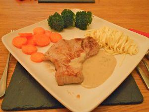 Escalope de veau au roquefort - Veal escalope with Roquefort sauce