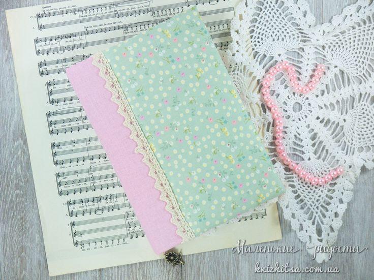 Блокнот для заметок, записей, набросков, зарисовок. Чистые цветные листы без линовки с разделителями и закладкой. Нежно зелёный, мятный цвет.