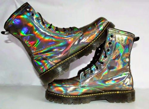 The Best Looks From The Holographic Fashion Trend Photo 1