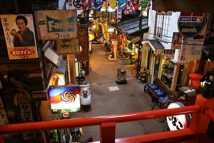 岐阜県高山市の高山昭和館の中に入るとそこは昭和の世界にタイムスリップしたかのような世界が広がっています♪ 昔の学校の教室や雑貨屋、映画館、食堂など昭和30年代そのまま! 当時が懐かしい世代にも知らない世代にも楽しめること間違いなし(๑˃́ꇴ˂̀๑)