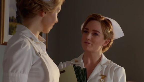 "Ali Liebert's Lindsay and Sara Lance get flirty on ""Legends of Tomorrow"""
