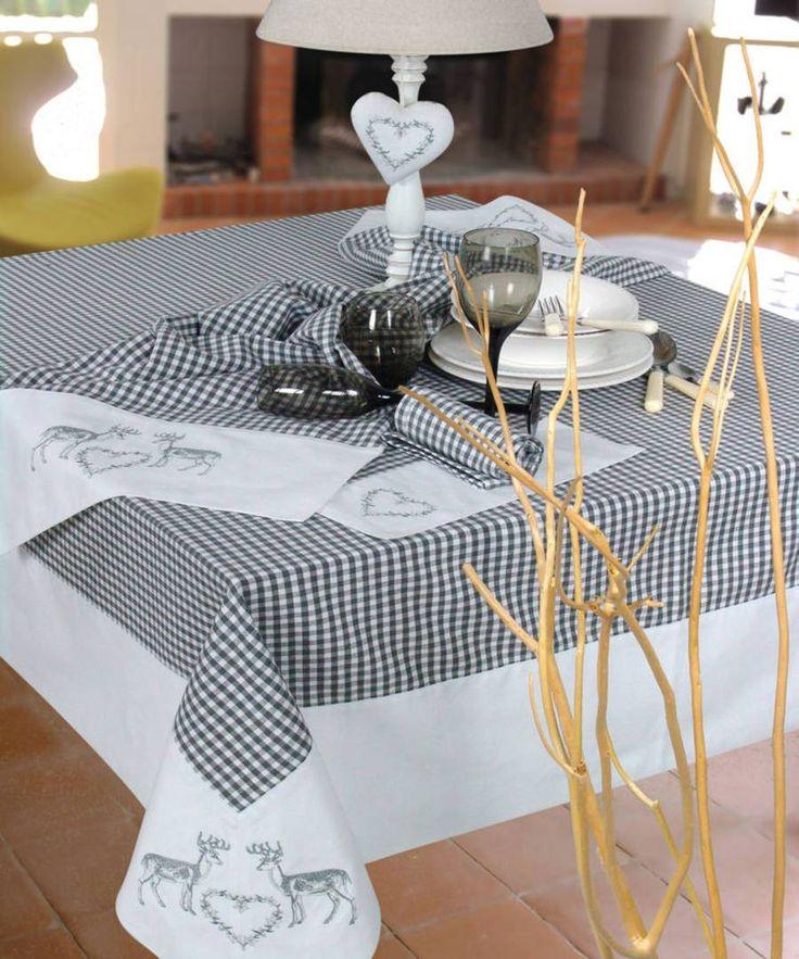les 14 meilleures images du tableau nappe style chalet de montagne sur pinterest chalet de. Black Bedroom Furniture Sets. Home Design Ideas