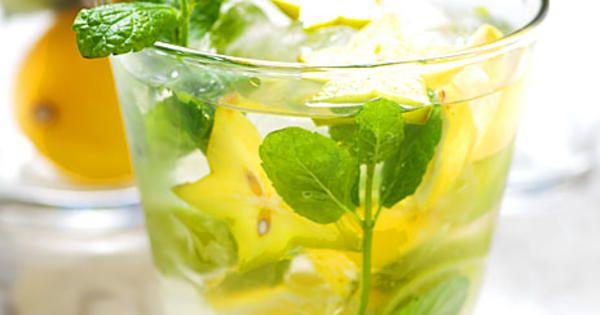 En väldigt läskande drink på vodka eller ljus rom, flädersaft, lime och stjärnfrukt. Perfekt som fördrink! Servera i ett större glas. Recept från boken Venus drinkar.