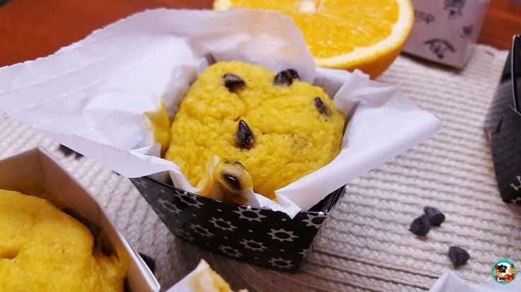 Para hoy tengo una ricas muffins de naranja con pepitas de chocolate. Una muffins que hice en el microondas y en poco tiempo.