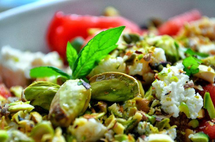Taste me! Eat me!: Orzeźwiająca sałatka arbuzowa z fetą, pistacjami i...