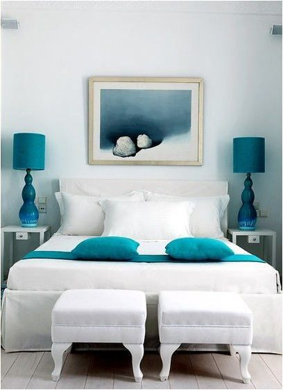 Centsational Girl » Blog Archive » Ten Things to Hang Above The Bed. Love the pillows atop the runner.
