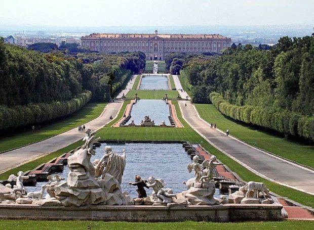 Palácio de Caserta – Nápoles, Itália (Foto: Reprodução / Facebook)