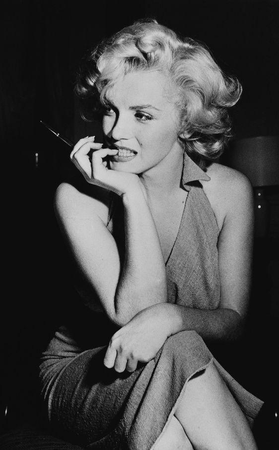 """""""Soy egoísta, impaciente y un poco insegura. Cometo errores, pierdo el control y a veces soy difícil de lidiar. Pero si no puedes lidiar conmigo en mi peor momento, definitivamente no me mereces en el mejor."""" Marilyn Monroe"""