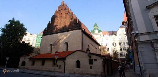 Староновая синагога – #Чехия #Прага (#CZ_PR) Еще один дом с привидениями, точнее, не дом, а синагога, и не с привидениями, а с големом и кучей легенд - Староновая синагога в еврейском квартале Праги Йозефов. http://ru.esosedi.org/CZ/PR/1000069817/staronovaya_sinagoga/
