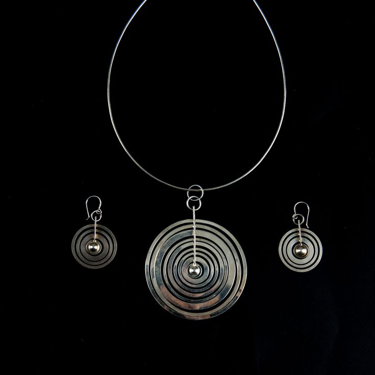 auction 119A - Tapio Wirkkala. 'Hopeakuu' necklace and pair of earrings, 1970.