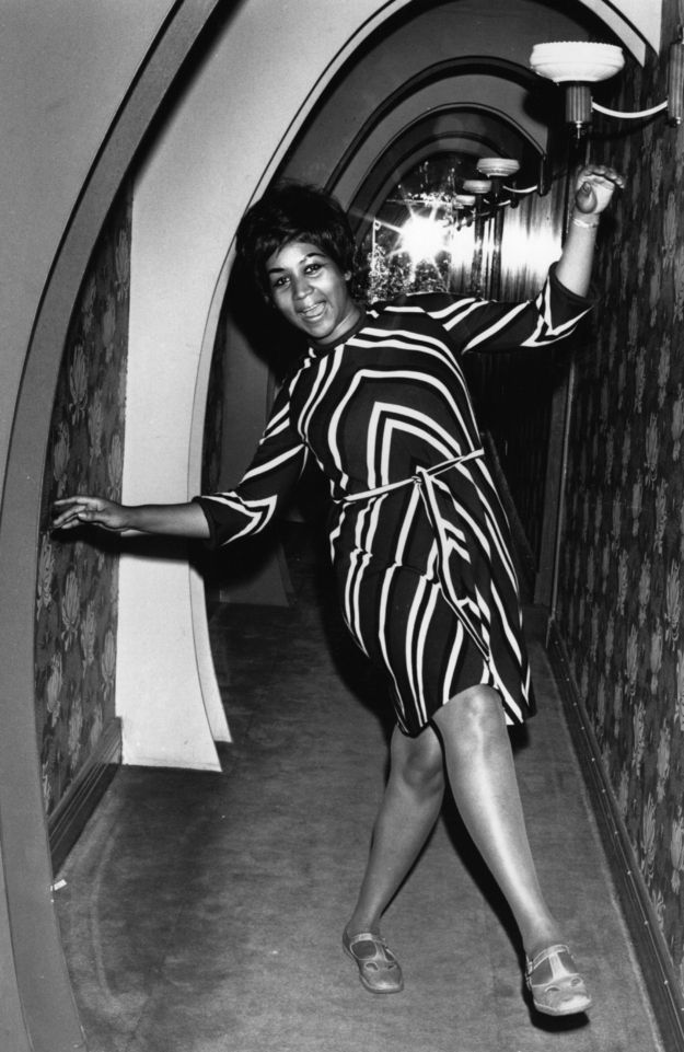 Aretha Franklin | 60 Iconic Women Who Prove Style Peaked In The '60s - love the photo - confidence is always in style!