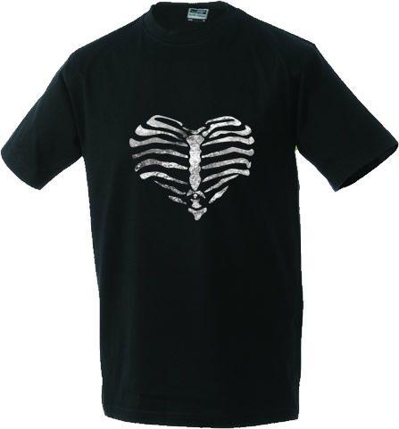 Unisex T-shirt Heart made of ribs. Een 'bones' T-shirt met een ribbenkast in de vorm van een hart. Een mooi T-shirt voor Halloween. De afbeelding van de ribbenkast is 28 x 33 cm.  Omdat dit T-shirt speciaal voor jou geproduceerd wordt kan de levertijd 2 werkdagen langer zijn dan normaal. Het op maat gemaakte T-shirt kan niet geretourneerd worden.