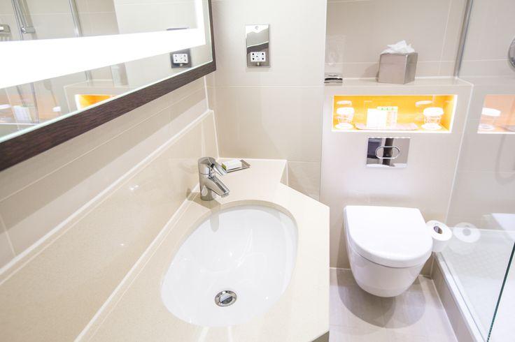 Queen Guest Room Bathroom