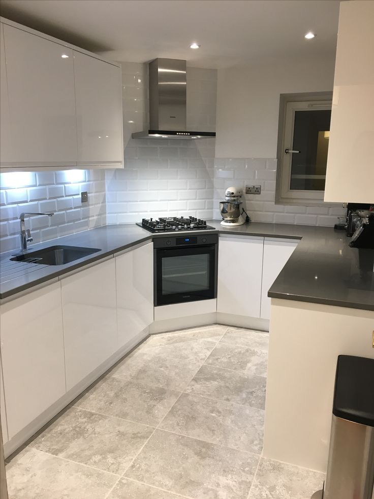 Wickes high gloss white kitchen. Sofia range. Grey quartz counter top. Sheridans -Titanium. Topps tiles floor tiles - Devon grey