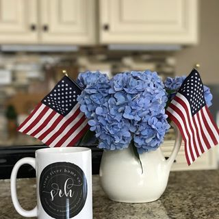 Happy Independence Day weekend my friends! 🇺🇸 Anyone have big plans for the weekend?  .  .  #farmhouseliving #cottageliving #cottagedecor #cottagestyle #homedecor   #farmhousestyle #farmhousedecor #distressed #rusticfarmhouse #countrylivingmagazine #rusticdecor #rusticstyle #urbanrustic #bhgcelebrate #farmhousechic #modernfarmhouse #southernlivingmag #independenceday #fourthofjuly #flag #american #americanflag #loveyourhome #makehomeyours #joannagaines #shiplap #dailydecordose #decordaily