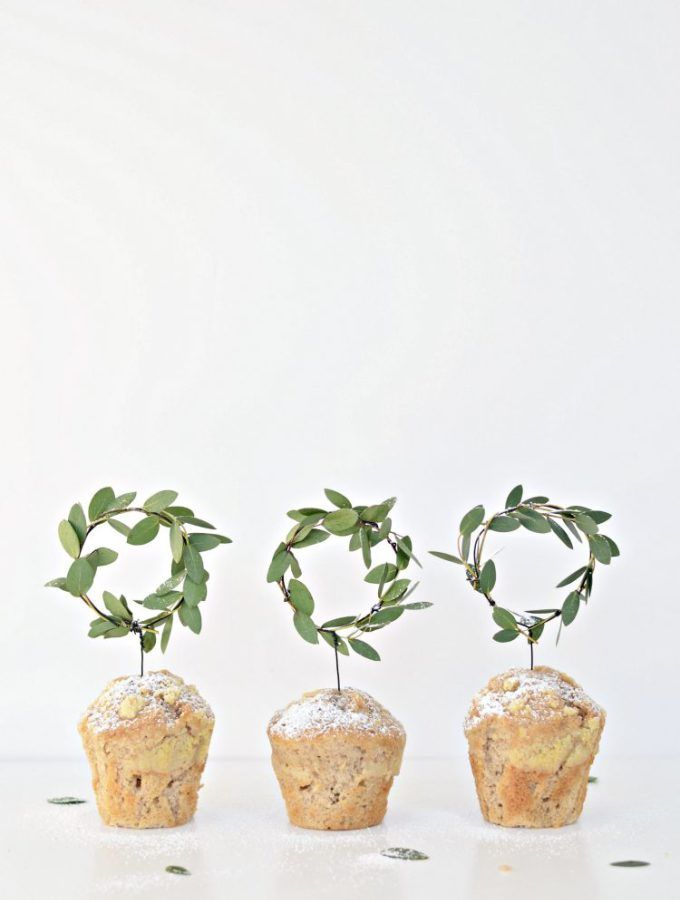 DIY Minimal mini wreath cupcake toppers