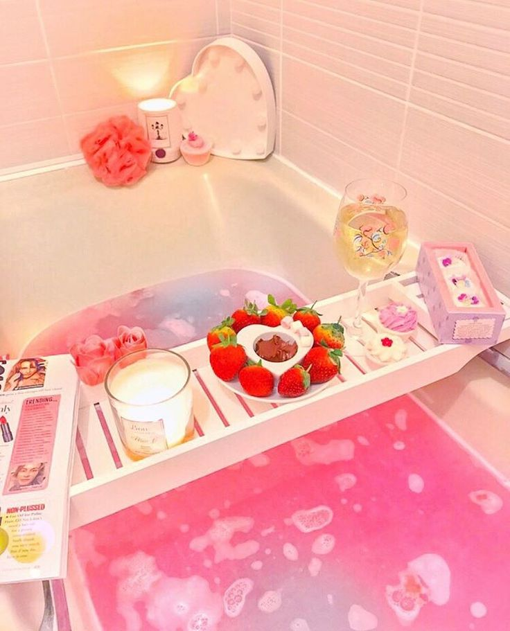 Luxurious LUSH pink bubble bath | Wine, rose petals, candles & chocolate fondue