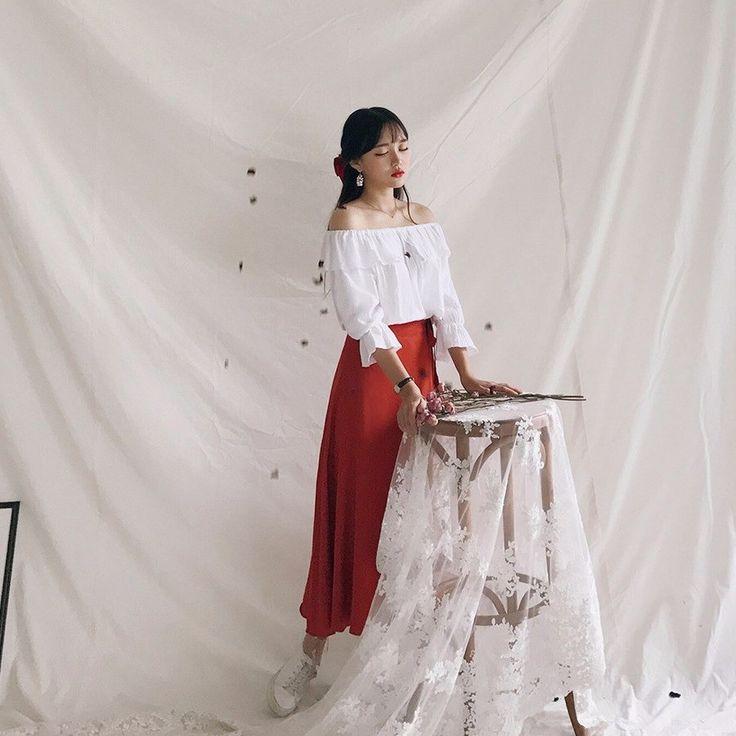 サイドリボンリネンフレアロングスカート フレアスタイルのロング丈のリネンスカートです。 たっぷり生地を使ったフレアなシルエットが女性らしさをさりげなくアピール。 裾に向かってふんわりと広がるフレアシルエットが、クラシカルで上品な着こなしを演出。 フレアスカートはコーデに取り入れるだけでレディなコーデを完成してくれるので、お手持ちのシンプルなTシャツやブラウスなどを合わせるコーデがオススメです。 #dejou #koreafashion #ootd #daliy #style #shopping #cute  #selfie #nihon #日本  #ファッション #コーデ #韓国ファッション #今日のコーデ