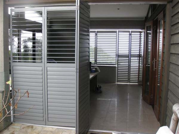 Adjustable Steel & Aluminium Louvres & Window Shutters - Superior Screens