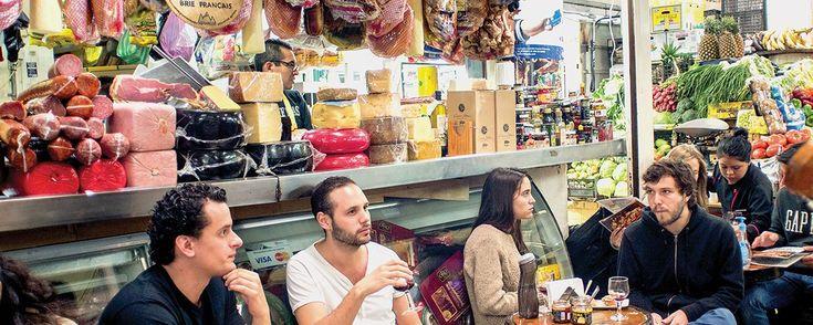 El exótico mercado de San Juan: un recorrido para tu paladar. El mercado de San Juan Pugibet se recorre para encontrar carne de búfalo, caracoles, jabalís o quesos de todos los tipos, pero sobre todo se recorre para sorprenderse.