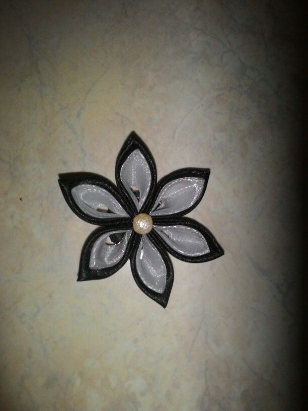 Kanzashi flower brooch