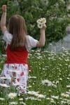 Tuinieren met kinderen is ontzettend leuk en voor hen ook nog eens erg leerzaam. Met de juiste aanwijzingen zullen ze al spelende 'groene vingers' ontwikkelen. Vaak vinden kinderen het geweldig om in de tuin bezig te zijn en willen ze maar wat graag meehelpen!