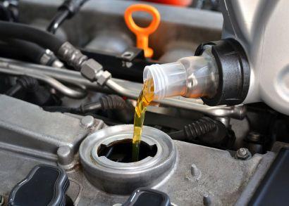 Motoröl im Test: Hier die Testsieger vergleichen und günstig bestellen | Reifen.de