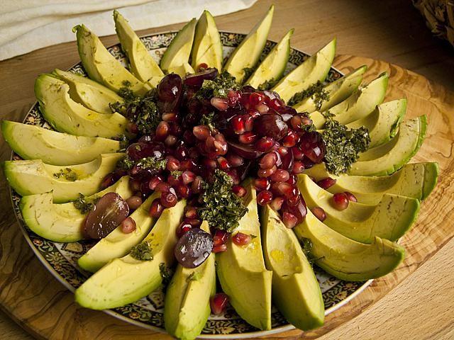 Avocado-Granatapfel-Salat | Foodina