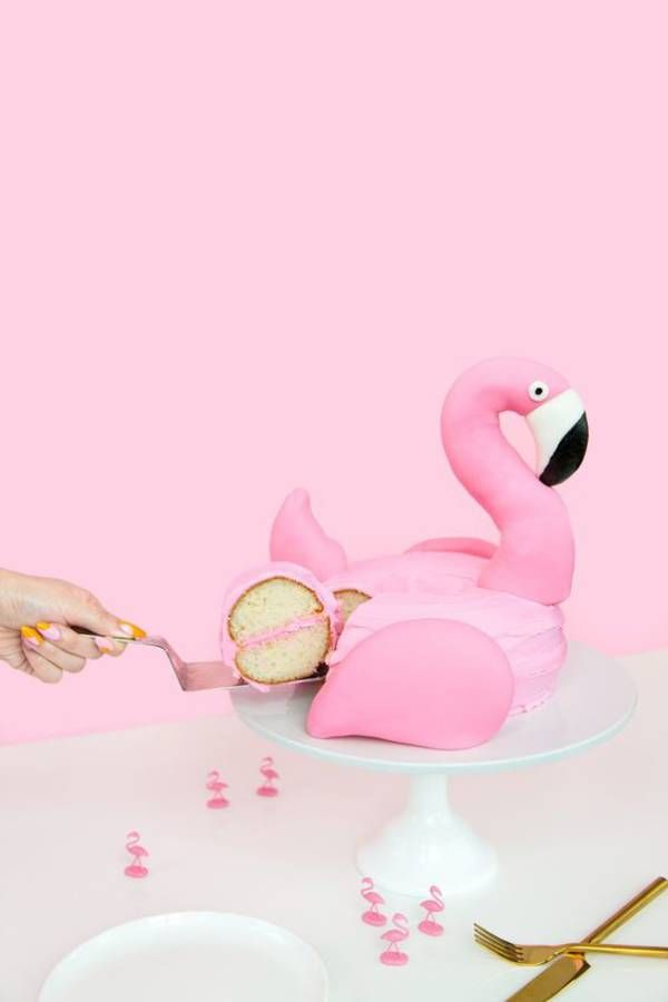 Gâteau flamant rose en relief                                                                                                                                                                                 Plus