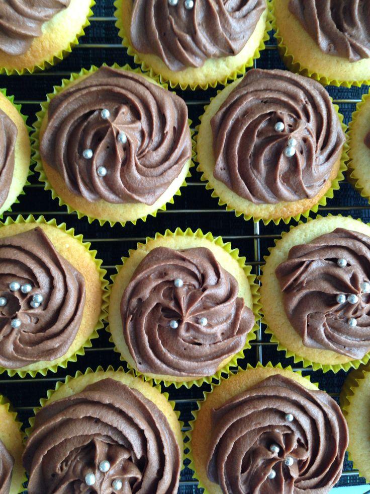 Vanilla cupcakes with chocolate cream cheese icing