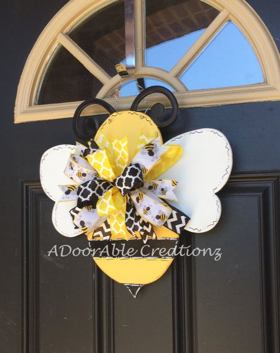 Everyone will be buzzing about how adorable this bee door hanger is on your door. This bumblebee door hanger will be the perfect addition to your classroom. It is also perfect as a gift for your favorite teacher as a back to school item, Christmas Gift, or teacher appreciation