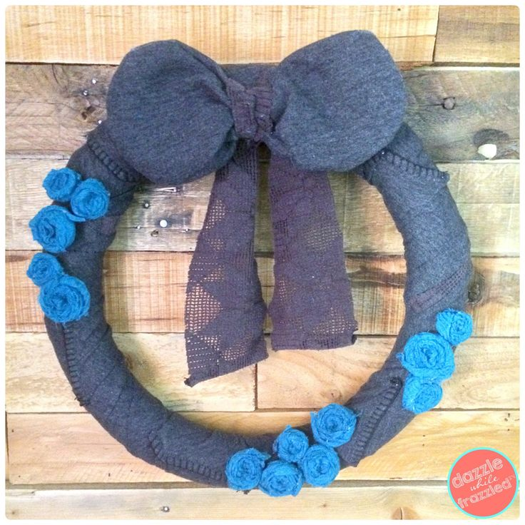 DIY Sweater Winter Wreath with Upcycled Scarf Rosettes   DazzleWhileFrazzled.com