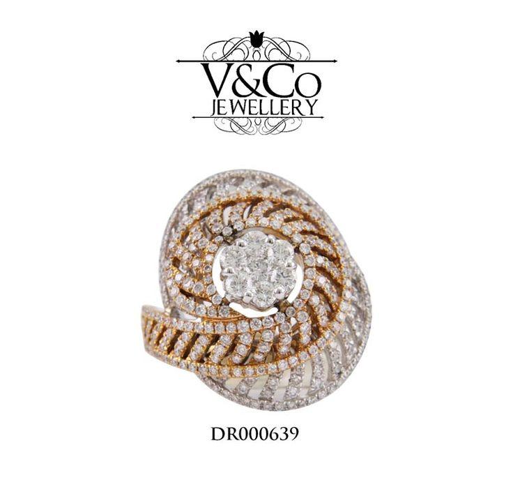 Cincin Berlian Wanita DR000639.   Specification:   - Emas : Emas Putih & Rose Gold 12.4 gr    - Berlian : 1RD - 0.12 Ct, 6RD - 0.3 Ct,  european cutt     Cincin Berlian dari V&Co Jewellery ini gratis Box Cincin dan dapatkan juga voucher senilai Rp 500.000,- untuk pendaftar baru.    Dapatkan promo cincin berlian ini dengan diskon menarik di website V&Co Jewellery