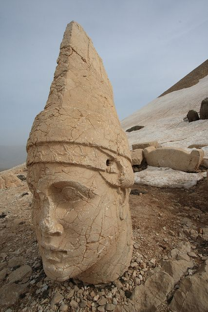 Stone Head at Nemrut Dağı, Turkey (Kathy comment; Is it possible the head coverings are concealing elongated skulls? Possibly these were built by the Watchers or Nephilim honoring themselves.)