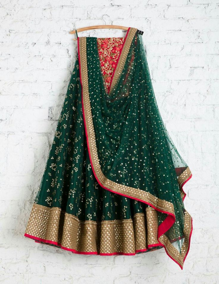 would look nice with a jamawar blouse the color of the piping