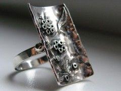 Květinkový prsten