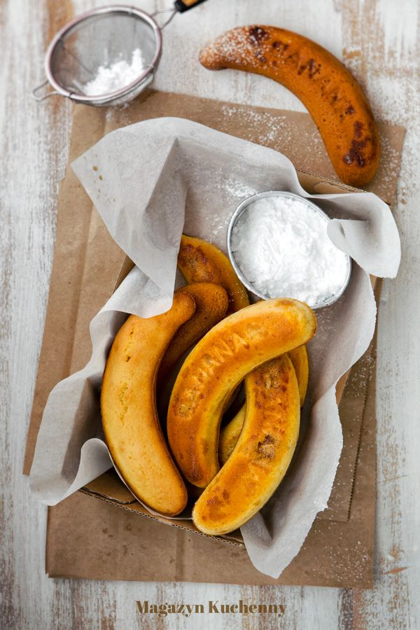 Przepis na koreańskie ciasto bananowe. Ciasto w kształcie i o smaku banana, z nadzieniem ze smażonych bananów, z dodatkiem migdałów i mleka bananowego.