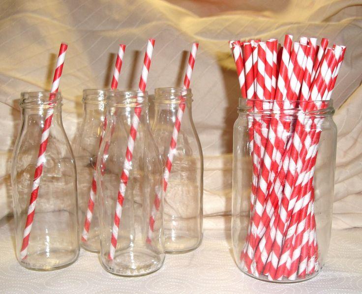 Un bar à limonade avec des petites bouteilles qui serviront de verres (avec de jolies pailles !! )