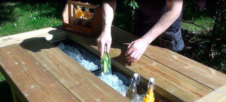 Hvordan lage utebord med plass til kald drikke