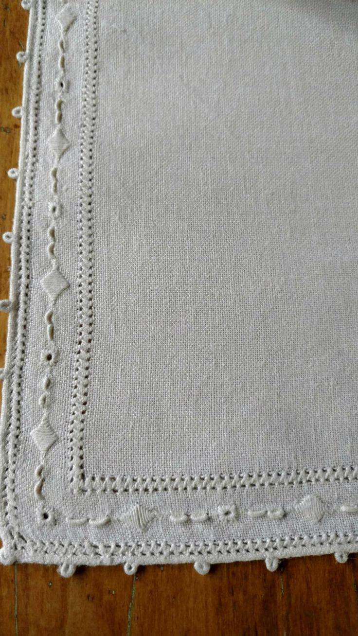 1000 images about table linens antique victorian to for Small square placemats