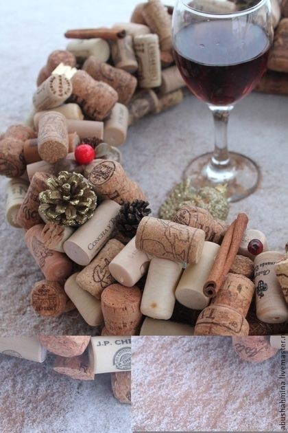 новогодний венок из пробок от вина и шампанского, пьяный новый год, новогодний интерьер,Марина Абушахмина